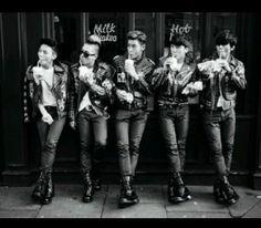 BIGBANG - Extra Ordinary 20's Photobook (Preview)