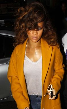Rihanna Has the Best A-List Style Out There – Celebrities Woman Rihanna Looks, Rihanna Style, Rihanna Casual, Rihanna Riri, Rihanna Hairstyles, Weave Hairstyles, Love Hair, Big Hair, Gorgeous Hair