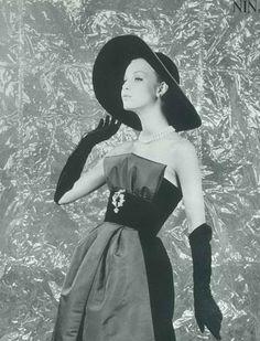 Fashion by Nina Ricci for L'Art et la Mode, 1959.