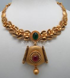 Gold Earrings Designs, Gold Jewellery Design, Gold Jewelry, Camera Necklace, Ankle Jewelry, Gold Mangalsutra, Gold Necklaces, Bridal Necklace, Bandana