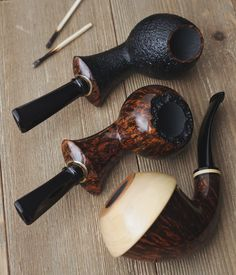 Six pieces from German based Japanese carver Ken Dederichs plus fresh pipes from Michail Kyriazanos and Tom Eltang. http://smokingpip.es/2yk9NH9
