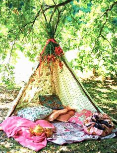 variation on the tipi style used for Indian tipi and backyard small animal friends made for small children. For my Boho girls? Diy Tipi, Outdoor Spaces, Outdoor Living, Outdoor Decor, Outdoor Lounge, Boho Chic, Shabby Chic, Boho Style, Trendy Style