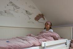 Stwórz z nami pokój dziecięcych marzeń! Na ścianie naklejka jednorożec, który z pewnością spodoba się też mamie :) oraz słodka lampka nocna Chmurka. Toddler Bed, Furniture, Design, Home Decor, Child Bed, Interior Design, Design Comics, Home Interior Design, Arredamento