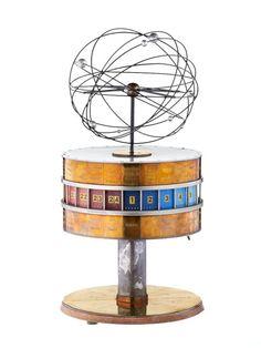 Modell der Weltzeituhr auf dem Berliner Axelanderplatz-Geschenk des VEB Narva Berliner Gluehlampenwerk an Erich Honecker zu seinem 60.Geburtstag-1972-