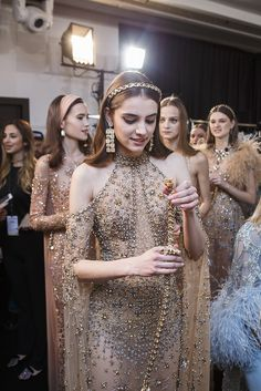 Elie Saab Spring 2017 Haute Couture, Paris - a representation the golden age of Egyptian cinema and the bygone glamour associated with this time . Elie Saab Couture, Christian Dior Couture, Christian Lacroix, Trendy Fashion, Runway Fashion, Fashion Show, Fashion Spring, High End Fashion, Womens Fashion