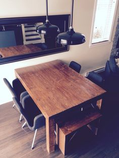 Table et bancs en bois Corner Desk, Dining Table, Furniture, Home Decor, Benches, Homemade Home Decor, Diner Table, Corner Table, Dinning Table Set