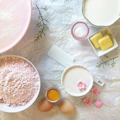 It's baking time! . #niazzia #thisisniaz #cake #strawberry #strawberrycake #stilllife #design #designer #dailylife #happylife #homecake #homesweethome
