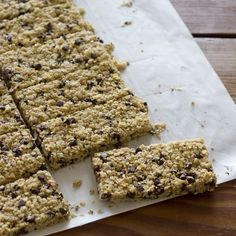 Easy, inexpensive and so tasty- homemade gluten free granola bars. | Hello Gluten Free #glutenfree