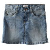 Every OshKosh girl needs a classic denim skirt. With a bit of stretch and 5-pocket design, this skirt is easy to wear and totally stylish.<br>