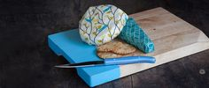 Reusable bees wax wrap perfect for storing cheese ,bread ,fruit and vegg and snacks on the go! rid the plastic nude your food.
