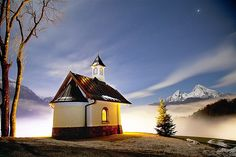Imagen: Una capilla en los Alpes (© Daniel Osterkamp/Getty Images)