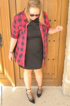 Trendy Curvy LBD vestido camisero cuadros tartan abierto. LOOKS LACE UP & LBD & TARTAN  #camisacuadros #tartan #LBD #tallagrande #curvy #plussize #curve #fashion #blogger #madrid #bloggercurvy #personalshopper #curvygirl