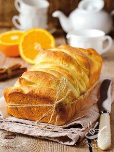 Il Pane dolce alla cannella è il Cinnamon sugar pull-apart bread, ricetta tipica americana (Pull-apart bread), ricco di zucchero, burro, cannella.