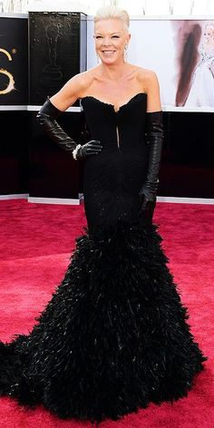Tabatha Coffey at the 2013 Oscars. Not huge on the gloves, but I really love the skirt of the gown.