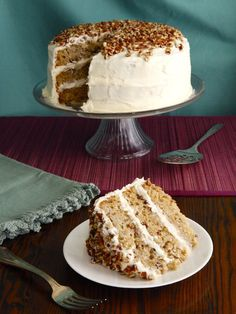American Cakes: Hummingbird Cake - A traditional recipe and history for southern banana pineapple spice cake with cream cheese frosting from food historian Gil Marks. A beautiful cake for holiday celebrations, Rosh Hashanah, or any time of the year! Köstliche Desserts, Delicious Desserts, Dessert Recipes, Yummy Food, Bird Cakes, Cupcake Cakes, Cupcakes, Sukkot Recipes, Hummingbird Cake Recipes