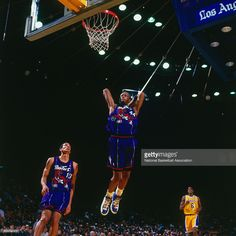 John Wallace #44 of the Toronto Raptors dunks against the Los Angeles Lakers on November 30, 1997 at The Forum in Inglewood, California.