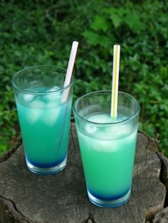 Electric Lemonade - Vodka, Blue Curacao, Sierra Mist and Lemonade