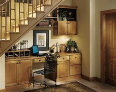 A home office literally under the stairs?  Why not!  Here's some clever inspiration curated by Inspiraideais.