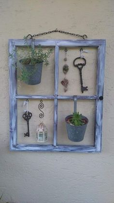 Old shutters can often be picked up for free! Give them a nice color and then do THAT! - DIY craft ideas Old shutters can often be picked up for free! Give them a nice color and then do THAT! – DIY craft ideas Source by Garden Crafts, Garden Projects, Diy Projects, Old Window Frames, Window Art, Old Window Decor, Window Well, Window Panes, Old Window Projects