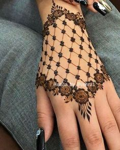 Best 11 Mehndi henna designs are always searchable by Pakistani women and girls. Women, girls and also kids apply henna on their hands, feet and also on neck to look more gorgeous and traditional. Finger Henna Designs, Henna Tattoo Designs Simple, Back Hand Mehndi Designs, Modern Mehndi Designs, Mehndi Designs For Girls, Henna Art Designs, Mehndi Designs For Beginners, Mehndi Simple, Mehndi Designs For Fingers