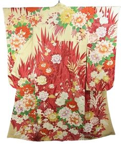 This is a Furisode with a modern design of dahlia, rose ,'sakura'(cherry blossom) and 'Kiku'(chrysanthemum) design, which is dyed