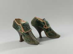 Pair of women's shoes with high heel, anonymous, ca 1690-ca 1710, Netherlands, silk, velvet, leather, silver wire. Rijksmuseum