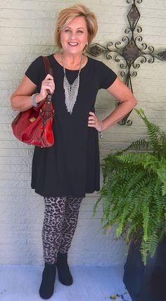 Leopard print leggings fashion over fall & winter editio Fashion For Women Over 40, 50 Fashion, Autumn Fashion, Fashion Outfits, Fashion Trends, Fashion Women, Girl Outfits, Leopard Print Leggings, Printed Leggings