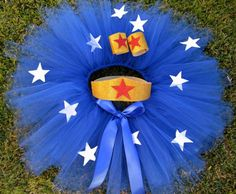 Cute but not for Girl's Super Hero Tutu Costume. Blue tutu with Stars. Red, white, blue and gold tutu costume. Tutu Bleu, Blue Tutu, Wonder Woman Tutu, Wonder Woman Party, Super Hero Tutu, Super Hero Costumes, Halloween Kostüm, Holidays Halloween, Halloween Costumes