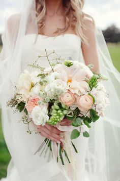 Soft pink bouquet: http://www.stylemepretty.com/texas-weddings/2013/11/27/mansefeldt-ranch-wedding-from-the-nichols/ | Photography: The Nichols - http://nicholsphotographers.com/
