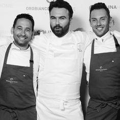 """Enrico Croatti: """"persone & progetti. I miei due secondi chef... Francesco (la parte creativa) sulle DOLOMITI, mentre (la parte tradizionale) Ferdinando sul MAR MEDITERRANEO. Questi siamo NOI e viviamo insieme ai nostri team formando una vera famiglia! Grazie ragazzi!"""" #Orobianco #RestauranteOrobianco #Ristorante #Calpe #Gastronomia #Gastro #gourmet #equipo"""
