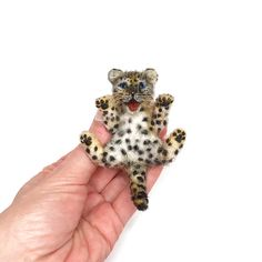 Do you love the Leopard? This brooch is made from 100% sheep's wool The eyes are made of natural stone ( black agat) Animal brooches perfect for dollhouse collection and will adorn a coat, jacket, bag or scarf and will be perfect Christmas gift Brooch has a small pin easy lock on the back  Miniature about 2.8'x3.8' (6.7cmx8.7cm) 7 Year Anniversary Gift, Homemade Anniversary Gifts, Homemade Wedding Gifts, Anniversary Gifts For Couples, Wedding Anniversary, Needle Felted Cat, Needle Felted Animals, Felt Animals, Brooches Handmade