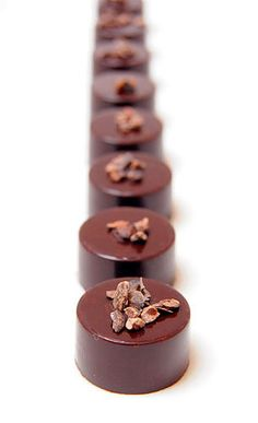 Dark Chocolate and Cocoa Nibs Chocolate Bonbon, Artisan Chocolate, Chocolate Recipes, Nutella, Cocoa Nibs, Elegant Desserts, Chocolate Covered Strawberries, Cacao, Something Sweet