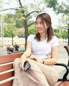 Myanmar Traditional Dress, Traditional Dresses, Cute Asian Girls, Beautiful Asian Girls, Burmese Girls, Myanmar Women, Cute Beauty, Beautiful Celebrities, Japanese Girl