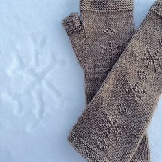 These cute mitts are quick and fun to knit. Buffalo Wool Company 2Sexy is a heavier fingering weight, so check your gauge if you choose another yarn. I do love the bison/silk blend because the sheen of the silk highlights the little purl snowflakes!
