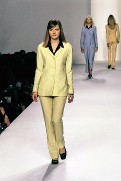 Calvin Klein Collection Spring 1996 Ready-to-Wear Fashion Show - Guinevere Van Seenus