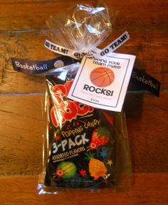 poca cosa: Basketball Rocks Favor I will use this for volleyball.