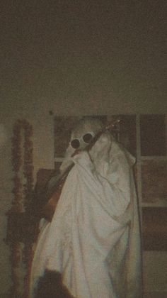 Sheet Ghost, Pumpkin Picking, Ghost Photos, Cute Friend Pictures, Cute Ghost, Holland, Cute Friends, Photography Projects, Thunder