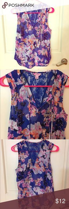 Floral blouse! Floral blouse with beautiful lace detail. Worn once. Candie's Tops Blouses