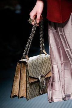 Shoulder bag GucciDalla collezione Autunno Inverno 2015 2016 di borse Gucci, shoulder bag con patta.