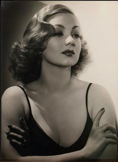 """redarmyscreaming: """"Ann Sothern photographed by George Hurrell, 1937 """" Old Hollywood Stars, Old Hollywood Glamour, Golden Age Of Hollywood, Vintage Hollywood, Classic Hollywood, Hollywood Usa, Vintage Glamour, Look Vintage, Vintage Beauty"""