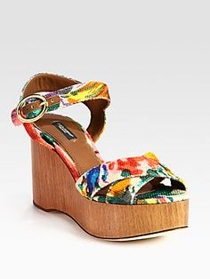 Dolce   Gabbana Floral-Print Canvas Wooden Wedge Sandals Lederen Sandalen 4db196a6a9a