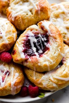 Homemade Croissants, Homemade Pastries, Homemade Food, Homemade Breakfast, How To Make Breakfast, Brunch Recipes, Breakfast Recipes, Breakfast Items, Sweet Recipes