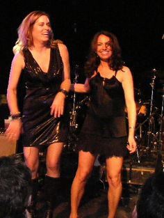 The Bangles performing at La Zona Rosa in Austin, TX. Photo by Ron Baker. Pictured: Vicki Peterson and Susanna Hoffs Susanna Hoffs, Rock Artists, Music Artists, Vicki Peterson, Ron Baker, All About Music, Rock Groups, Easy Listening, Great Women
