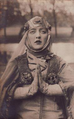 Gwen Richardson as 'Queen Elizabeth' (Elizabeth Woodville) in 'Richard III', 1921.
