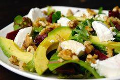 Salade met bietjes, geitenkaas en honing-balsamicodressing 4 Cooking Recipes, Healthy Recipes, Cobb Salad, Salad Recipes, Avocado, Good Food, Brunch, Veggies, Food And Drink