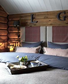 Made in heaven: All blue in the mountains Outdoor Bed, Cottage Bedroom, Dream Cottage, Home And Living, Interior, Bedroom, Home Decor, Log Homes, Rustic Elegance