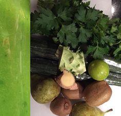Grøn juice med persille og kiwi.