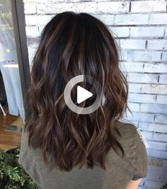 70 Brightest Medium Layered Haircuts to Light You Up Pretty Wavy Hairstyle with Choppy. Medium Layered Haircuts, Long Layered Hair, Medium Hairstyles, Hair Color For Black Hair, Brown Hair Colors, Dark Brunette Balayage Hair, Brown Balayage, Medium Length Hair Cuts With Layers, Choppy Layers