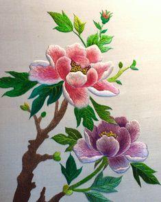 #emboridery#flower#handmade#crafts #needlework#silk#모란#화요일#꽃#자수#옥사 #동양자수#규방공예#명주실#속수 #모란꽃…같은 꽃이지만 수놓는 이에따라 늘 다른 느낌의 꽃으로 피어난다…(수강생분의 작품)