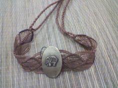 Bracelete em macramê.